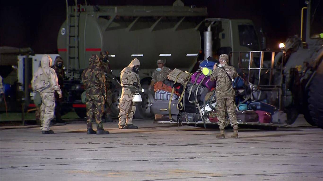 The passengers' luggage was disinfected prior to being handed over to their owners (Photo: TN capture).