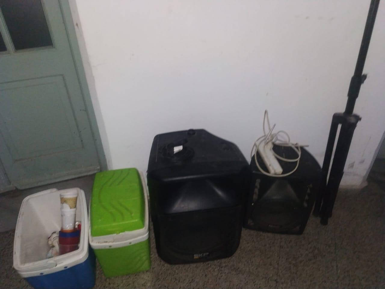 The young men left the small refrigerators with the drink (Photo: Ministry of Security of Santa Fe).